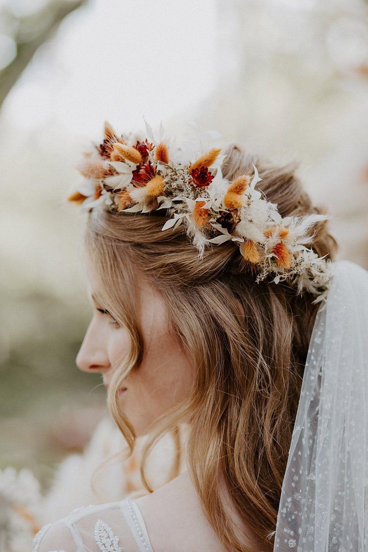 https://whimsicalwonderlandweddings.com/autumn-boho-wedding-ideas/